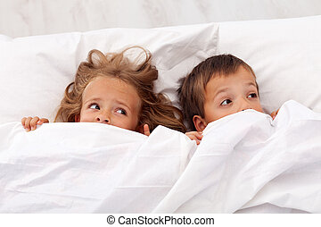 Kids afraid pulling the quilt on their heads - Kids afraid...