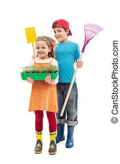 Kids ready to plant tomato seedlings in the spring