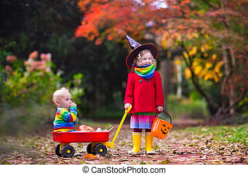 Kids trick or treat at Halloween - Little girl in witch ...