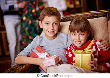 Kids with xmas gifts
