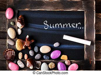 kieselsteine, geformt, süßigkeiten, tafel, gegenstände, meer, dekoriert