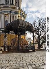 Kiev-pechersk laurel - Kiev-Pechersk Lavra. Central square