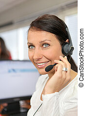 kifáraszt fejhallgató, nő, telefon, hivatal