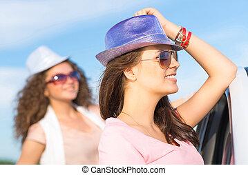 kifáraszt sunglasses, fiatal, két, bájos, nők