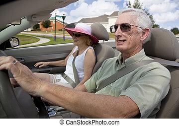 kifáraszt sunglasses, vezetés, autó, párosít, átváltható, idősebb ember