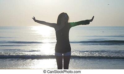 kifeszítő, fiatal, tengerpart, napnyugta, női, tengerpart