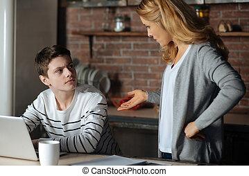 kigge, dreng, opmærksom, hans, mor