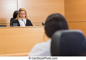 kihallgatás, ügyvéd, bíró