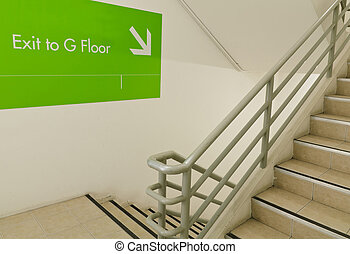 kijárat, lépcsőház, szükséghelyzet