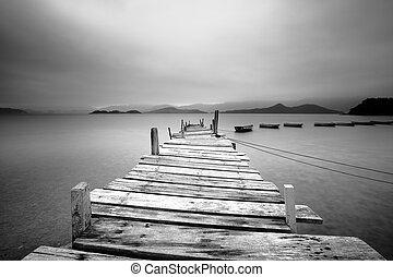 kijken over, een, pijler, en, bootjes, zwart wit