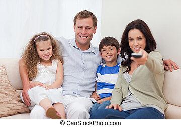 kijkende televisie, gezin