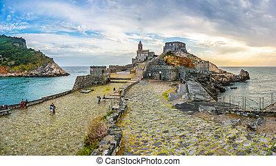 kilátás a tengerre, noha, templom, közül, st peter, alatt, büntetés, venere, olaszország