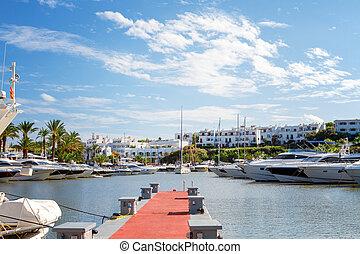 kilátás, közül, a, cala, d'or, jacht, marina, kikötő, noha, szórakozási, boats., mallorca, spanyolország