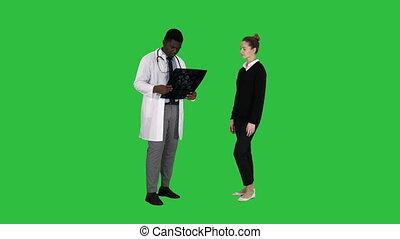 kinésithérapeute, expliquer, patient, docteur, chroma, écran, vient, vert, key., x, rayon x, rayon