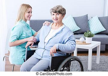 kinésithérapeute, personne agee, remettre état, femme