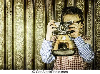 kind, afname schilderstuken, met, vintage fototoestel