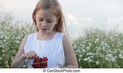 kind, erdbeeren, essende