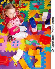 kind gespeel, blok, en, gebouw stel, op, home.