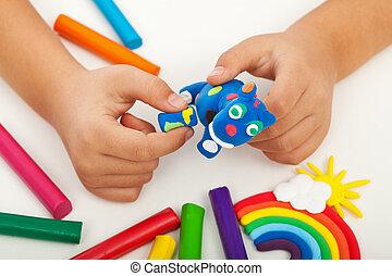 kind gespeel, met, kleurrijke, klei, -, closeup, op, handen