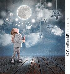 kind gespeel, met, maan en sterren, op de avond