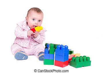 kind jongen, spelend, met, blok, speelgoed, op, witte achtergrond
