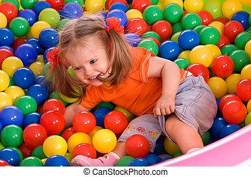 kind, meisje, en, bal, groep, op, speelplaats, in, park.