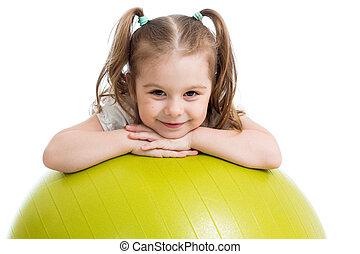 kind, meisje, met, gymnastische bal, vrijstaand