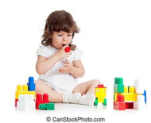kind, meisje, spelend, met, gebouw stel