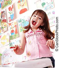 kind, met, afbeelding, en, borstel, in, toneelstuk, room.