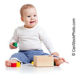 kind, met, kleurrijke, onderwijsstuk speelgoed