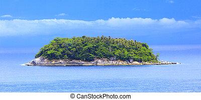Kind on island from ocean - Kind on ocean from coast