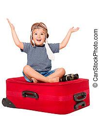 kind, op, reizen, koffer, geitje, in, binnenbrengen hoed, zittende , op, rood, bagage, vrolijke , jongen, openen armen, vrijstaand, op, witte achtergrond