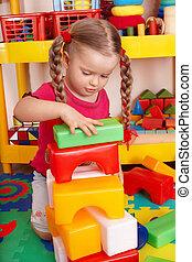 kind, plaing, blok, en, gebouw stel, in, preschool.