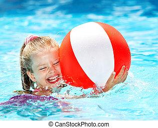 kind, schwimmender, in, pool.