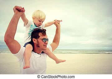 kind, vater, sandstrand, glücklich