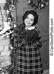 kind, winter, festlicher, halten, jahr, weihnachten, weihnachtsparty, wenig, neu , kugel, feiertage, m�dchen, rotes , celebration., gehen, glücklich, feiertag, genießen, vorabend, jahreszeit, decorations., partei., hands., fun.
