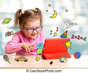 kind, zittende , met, tablet, computer, en, leren, of,...