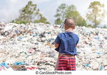 kinder, ar, trödel, zu, behalten, gehen, verkaufen, because, von, armut, der, begriff, von, verunreinigung, und, der, umwelt, umwelt, tag