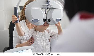 kinder, augenheilkunde, -, optiker, prüfungen, auge, von, kleines mädchen