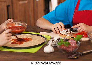 kinder, ausbreitung, -, machen, daheim, soße, pizza