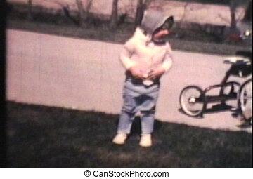 kinder, fahren fahrräder, (1970, vintage)