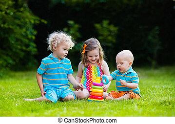 kinder, spielen, mit, spielzeug, pyramide