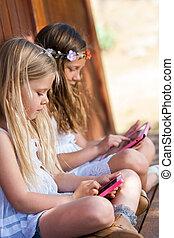 kinder, tablette, telefon, outdoors., spielende , klug