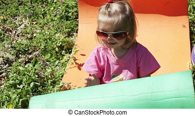 Kinder with glasses