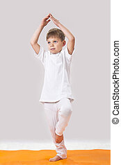 kinder, yoga., der, kleiner junge, macht, exercise.