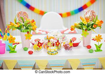 kinderen, closeup, feestje, tafel, verfraaide, viering