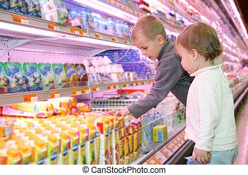kinderen, in, de, supermarkt