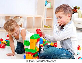 kinderen, jongens, spelend, met, gebouw stel, op de vloer