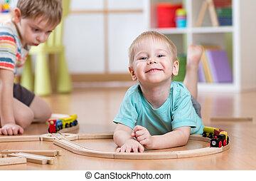 kinderen, jongens, spelend, varen straat uit, speelbal, in, babykamer