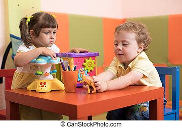 kinderen, meisje, en, jongen, toneelstuk, in, geitjes, dagverzorging centrum